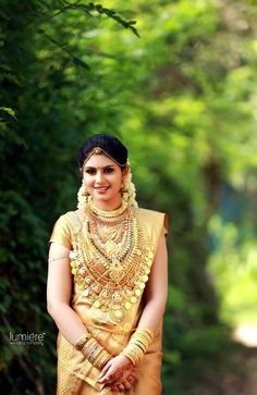 Beautyy Picturess: Wedding Saree and South Indian Bride Kerala Hindu Bride, Kerala Wedding Saree, Saree Wedding, Kerala Saree, Bridal Sarees, Wedding Album, Wedding Dresses, Indian Bridal Fashion, Indian Bridal Wear