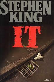 It (Eso) - Stephen King. Aquí todos flotamos... Una frase que resume e inquieta. Terror del bueno de la mano de un maestro.
