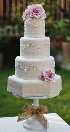 Honeymoonshopping: Bruidstaarten voor een vintage bruiloft