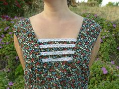 Vintage Clothing. 1980s clothing. Vintage 1980s dress. Flowers