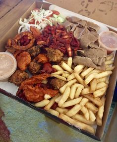 [i ate] Munchie Box contains chips kebab meat pakora onion rings salad and sauce. Kebab Meat, Halal Snacks, Extreme Food, Recipe Images, Onion Rings, Food Cravings, Girly, Street Food, Food Network Recipes