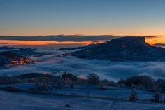 Ma ti svegli alle 5 per fotografare - lungo la statale che porta al Cerreto un'alba unica, in compagnia di Stefano Moretti