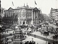 Piccadilly Circus Central London England in 1900 Old Pictures, Old Photos, Vintage Photos, Antique Photos, Piccadilly Circus, Victorian London, Vintage London, London History, British History