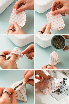 作り方はとっても簡単。三角形に切った布3枚と四角形の布一枚を縫い合わせ、中にポプリをつめ、縫い閉じれば完成です。お好みで持ち手を付けてもかわいいですね。