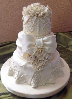 Торты от Нарине Bow Wedding Cakes, Wedding Cakes With Flowers, Elegant Wedding Cakes, Beautiful Wedding Cakes, Wedding Desserts, Beautiful Cakes, Amazing Cakes, Cake Decorating Courses, Cake Decorating Tutorials