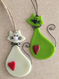 Made from transparent fusing glass, this ornament is cut and layered into a pattern that is unique. No two are exactly alike. A great addition to any tree color Fused Glass Cat Lover Ornaments - Various Colors Available Fused Glass Ornaments, Clay Ornaments, Fused Glass Jewelry, Fused Glass Art, Glass Christmas Ornaments, Glass Pendants, Polymer Clay Projects, Polymer Clay Jewelry, Clay Cats
