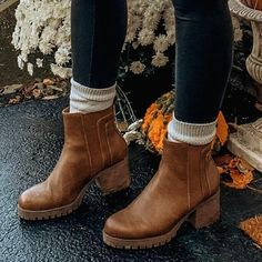 Trendy Fall Outfits, Fall Winter Outfits, Autumn Winter Fashion, Cute Winter Boots, Winter Work Shoes, Winter Shoes For Women, Winter Fashion Women, Cute Boots For Women, Winter Fashion Boots