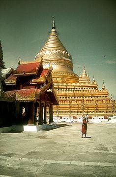Shwezigon Pagoda, Bagan, Burma