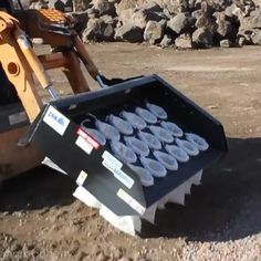 Insane sandbag filling machine. This would save some serious time at the yard! Done by Mark Doherty (YouTube)!     Thanks for helping grow the largest community of landscapers on Instagram!    #themodernlandscaper #landscapers #landscapedesign #landscaper #sandbag #landscapeyard #hardscape #mulch #aggregate #machine #machinery #equipment #heavyequipment #hardscaper #construction #trickspfthetrade #tradies #worksmarternotharder #contractors #yard #tool #tools