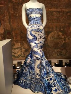 Evening dress by Roberto Cavalli 2005 http://www.vogue.fr/suzy-menkes/la-chronique-de-suzy-menkes/articles/suzy-menkes-chinese-whispers-at-the-met/24111