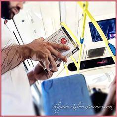 Nos encanta ver #GenteLeyendo este chico disfrutaba de #ElSeñorDeLosAnillos de #JRRTolkien  #ChicoLeyendo #boyreading #reading #read #libro #book #instabook #leer #leeresunplacer #buenoslibros #feliceslecturas #bus #metro #like #peoplereading #people #lecturas #text #boy #followme #picoftheday #seoriginalnocopies #ComunidadLiteraria #ComunidadDeLibros