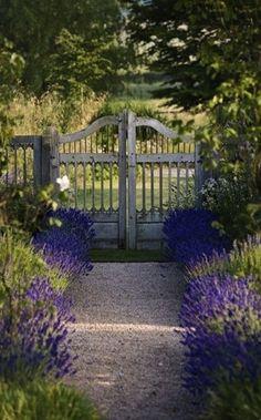 Merveilleuse Clôture De Jardin En Bois Blanc | CLOTURE JARDIN | Pinterest |  Curb Appeal, Yards And Fences