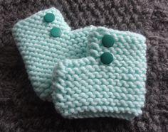 Retrouvez notre tuto pour réaliser des chaussons faciles au tricot. Simples, rapides et surtout trop mignons !