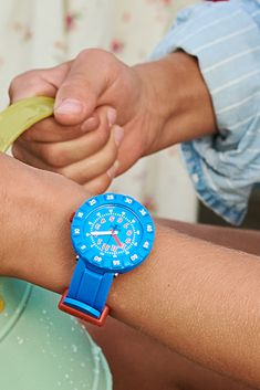 BLUE MY MIND (ZFCSP096) is the ultimate blue watch for kids, and its simple yet bold design makes it an unbeatable gift. The Swiss-made plastic watch has a digital printed dial featuring a rotating bezel, as well as a soft, light strap that's engineered for comfort and durability. Soft Light, My Mind, Wood Watch, Swatch, Mindfulness, Plastic, Printed, Digital, Simple