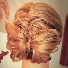 #Christmas #hairstyle #Natale #capelli #acconciature #pettinature #butterflybun #chignon #farfalla