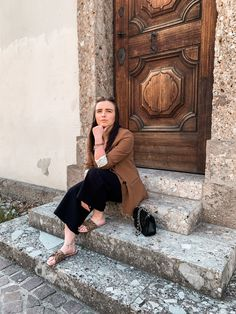 #aninazynp #fbloggers #fashionblogger #styleblogger #ontheblog #linkinprofile #lifestyleblog #blogger_de #germanblogger #germanblog #bloggerin #lifestyleblogger #diyblog #bloggerstyle #revolveme #madewell #styleguide #carmushka #germanbloggergirls #inspojunkie #dailyinspo #newblogposts #newblog #modeblogger #prettylittleinspo #outfitdestages #ootdgermany Outfit Des Tages, Blazer Outfits, Madewell, Fashion Outfits, Photo And Video, Instagram, Fashion Suits, Dressy Outfits