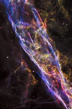 El telescopio espacial Hubble de la NASA ha dado a conocer en detalle sorprendente una pequeña sección de la Nebulosa del Velo - la ampliación de restos de una estrella masiva que explotó hace unos 8.000 años.