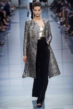 Sfilata Armani Privé Parigi - Alta Moda Autunno-Inverno 2016-17 - Vogue.  Moda Da PasserellaBellezza Alla ModaSfilata Di ModaAbiti ... f12e5f6a8df8