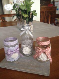 Barattoli shabby (dani) Mason Jar Art, Lace Mason Jars, Mason Jar Gifts, Bottles And Jars, Glass Jars, Candle Jars, Tin Can Crafts, Jar Crafts, Shabby Chic Jars