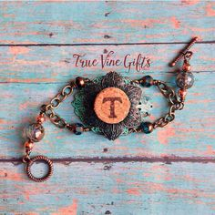 Monograms from wine corks? Why not?! True Vine Gifts has something exclusive! Click to go find this letter and others in the True Vine Gifts etsy shop!