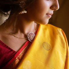 How To Look Stellar in Neutral Shade Sarees! How To Look Stellar in Neutral Shade Sarees! Jewelry Design Earrings, Gold Jewellery Design, Necklace Designs, Fancy Jewellery, Antique Jewellery, Indian Jewelry Sets, India Jewelry, Saree Jewellery, Gold Jewelry Simple
