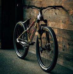 Bike Check: Jill Kintner's Queen of Hearts Norco Rampage HT - Crankworx Whistler 2019 - Pinkbike Downhill Bike, Mtb Bike, Dirt Bicycle, Freeride Mountain Bike, Mountain Biking, Vtt Dirt, Cross Country Mountain Bike, Montain Bike, Dirt Jumper