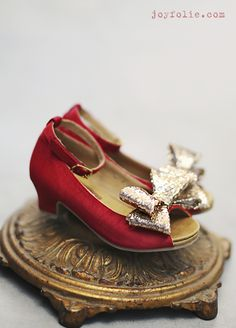 *NEW* Valeria slipper in Red ~ Perfect for the Holidays! Toddler and Girl sizes available. {JoyFolie}