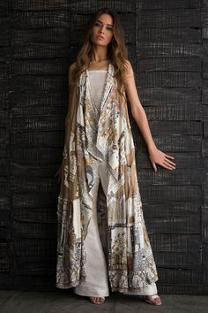 Holiday fashion inspiration jackets Ideas for 2019 Abaya Fashion, Indian Fashion, Boho Fashion, Fashion Dresses, Womens Fashion, Pakistani Dresses, Indian Dresses, Indian Designer Outfits, Designer Dresses