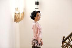 Lamaran Dreamy Magical of Lace and Batik ala Ayu dan Wisnu -