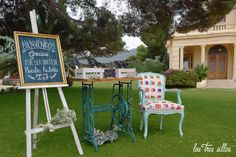 ricon_bienvenida_velvet_cloe_cesped_las_tres_sillas_1.2 Ideas Para Organizar, Outdoor Furniture Sets, Outdoor Decor, Valencia, Home Decor, Wedding Decoration, Wedding List, Wood Slices, Decoration Home