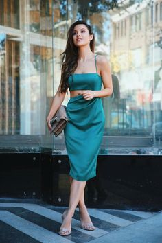 10 Holiday Dresses You Need to See Now - Andee Layne Holiday Dresses, Summer Dresses, Formal Dresses, Trendy Outfits, Fall Outfits, Emerald Dresses, Edgy Style, 2 Piece Outfits, Dress Cuts