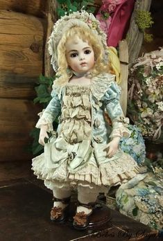 *ANTIQUE REPRODUCTION ~ Bebes by Sayuri, has an antique Bru kid body.