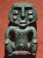 Figura en piedra verde.  Esta pieza fue labrada a partir de una hacha la cual le dio la forma para posteriormente se pulida con arena.(Cultura Azteca - Templo Mayor 100 - 250 d.c.)