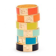 Mas accesorios en colores frescos y divertidos... Sera que podemos encontrar la P y la J de Premios Juventud?