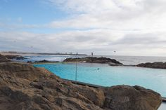 Schwimmbad am Strand von Porto © Carina Dieringer