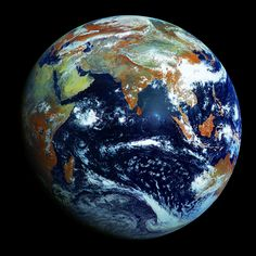 The Highest-Resolution Photograph of Earth ever taken.(Source: planet--earth.ca)