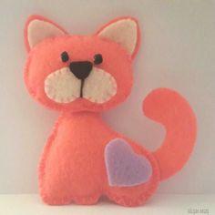 Felt cat #felt #cat #pink Cat Crafts, Animal Crafts, Crafts To Do, Felt Christmas Ornaments, Christmas Cats, Felt Mobile, Felt Dogs, Felt Baby, Felt Decorations