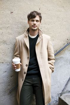 Matthew Gray Gubler - Obsessed with overcoats this season. An instant smart touch to a casual outfit. Matthew Gray Gubler, Matthew Grey, Mode Masculine, Male Clothes, Mantel Camel, Fashion Moda, Mens Fashion, Guy Fashion, Style Fashion