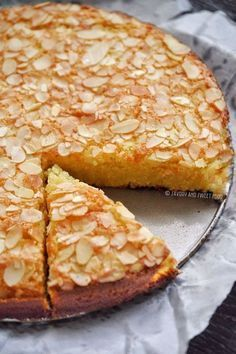 Flourless Almond & Coconut Cake - Savory&SweetFood A Gluten Free Flourless Almond and Coconut Cake that's moist, tender and incredibly delicious. It takes just few minutes to whip up this recipe, best for busy days. I love this cake, t… Almond Coconut Cake, Almond Cakes, Coconut Oil, Coconut Cakes, Almond Tart Recipe, Coconut Sugar, Almond Meal Cake, Coconut Bread Recipe, Orange And Almond Cake