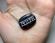 Collar inspirado en la runa Kili de El Hobbit. El por DungeonOfGeek