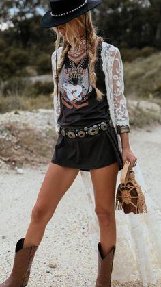 The best festival clothing and those summer vibes you need r.- The best festival clothing and those summer vibes you need right now. The best festival clothing and those summer vibes you need right now. Hippie Style, Gypsy Style, Boho Gypsy, Bohemian Style, Hippie Boho, Boho Outfits, Casual Outfits, Fashion Outfits, Womens Fashion