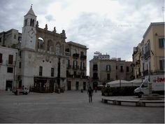Piazza Mercantile, lato sud, Bari, Apulia, Italy