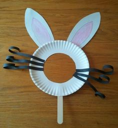 Would b cute to use for pic taking on Easter.I love this easy Easter bunny mask. Easter crafts for kids can be affordable and awesome at the same time. Daycare Crafts, Easter Crafts For Kids, Preschool Crafts, Bunny Crafts, Paper Plate Crafts For Kids, Flower Crafts, Paper Easter Crafts, Easter Crafts For Preschoolers, Easter Egg Hunt Ideas