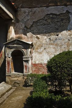 Lararium in the House of the Tragic Poet, Pompeii