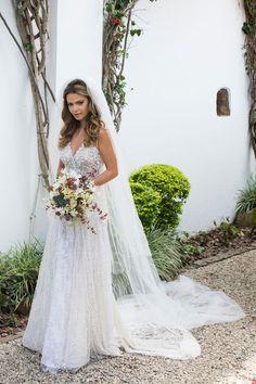 O casamento de Milena Toscano e Pedro Alcantara Ozores aconteceu em Paraty. A assessoria foi da Toda de Branco e a noiva usou vestido Lethicia Bronstein.