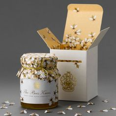 @Kris Hiser ...THIS is how to package honey. how incredibly adorable and fancy. SO FANCY. LOOK AT THE PAAAAAPER