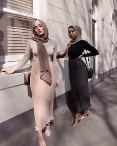 Hijab Fashion 748160556834180486 - New collection hijab style 2019 – Hijab Dress Design, Source by ddiyprojectsfr Modest Fashion Hijab, Street Hijab Fashion, Modern Hijab Fashion, Hijab Fashion Inspiration, Muslim Fashion, Mode Inspiration, Look Fashion, Fashion 2020, Hijab Chic