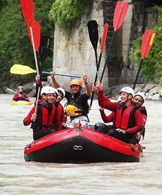16. Eine Wildwasser Rafting Tour mitmachen