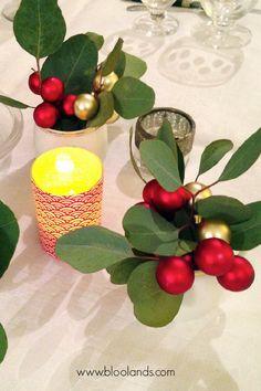De l'eucalyptus et des boules de Noël dans un verre pour une table de mariage ou de Noël cosy ! Washi, L Eucalyptus, Bougie Led, Decoration Originale, Decoration Table, Gift Packaging, Card Making, Cards, Gifts