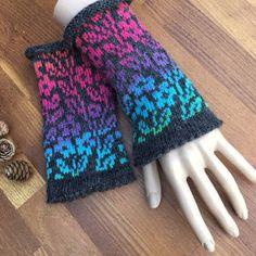 Fair Isle Knitting Patterns, Knit Mittens, Hand Warmers, Hand Knitting, Knit Crochet, Gloves, Blog, Paracord, Design